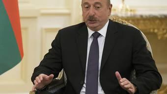 Eine klare Angelegenheit: Mit überwältigender Mehrheit stimmte das Volk an der Urne dafür, dass die Macht von Präsident Alijew drastisch ausgebaut wird.