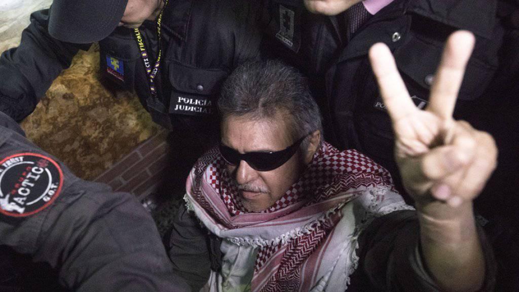 Der ehemalige Farc-Anführer Jesús Santrich vor einer Anhörung am 20. Mai in Bogotà. Nun ordnete Kolumbiens oberstes Gericht seine erneute Freilassung an. (Archivbild)