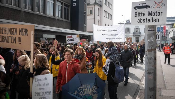 Auch in Aarau gingen die Leute für mehr Umweltschutz und Solidarität auf die Strasse. Die Proteste lösen bei manchen ein Unbehagen aus.