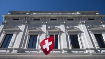 Vor dem Bundesstrafgericht hat am Montagvormittag der Prozess gegen drei Schweizer wegen gewerbsmässigen Betrugs begonnen. Sie arbeiteten einst im Umfeld des Millionenbetrügers Ulrich Engler. Die Verteidigung beantragte, das Verfahren einzustellen. (Archivbild)