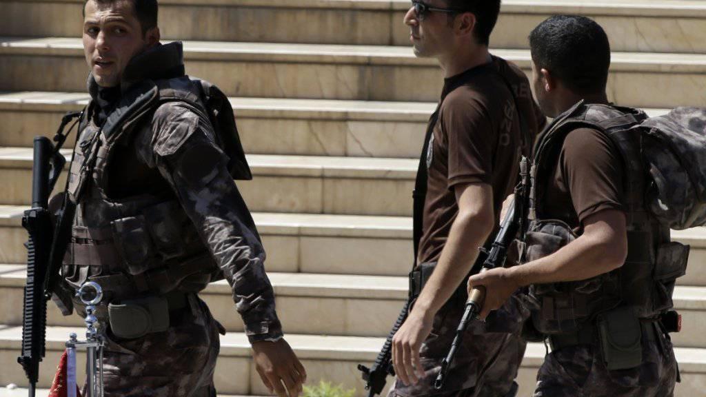 Türkische Sondereinheiten im Einsatz in Istanbul: Im Bezirk Fatih wurden bei Razzien mehrere Terrorverdächtige festgenommen. (Archivbild)