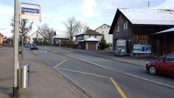 Insbesondere für Velofahrer soll die Lenzburgerstrasse sicherer werden.