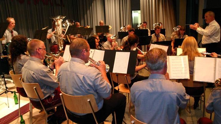 Das Ittenthaler Korps mit seinem Dirigenten Karl J. Herzog. Foto: vez