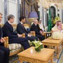 Der saudische Koenig Salman (rechts), hier beim Empfang von Finanzminister Ueli Maurer, soll sich in einem schlechten Gesundheitszustand befinden.