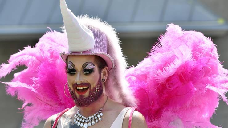 So frei wie am Pride-Umzug in Zürich können sich LGBTs nicht überall auf der Welt bewegen. In über 80 Ländern werden Menschen aufgrund ihrer sexuellen Orientierung oder Geschlechtsidentität kriminalisiert.
