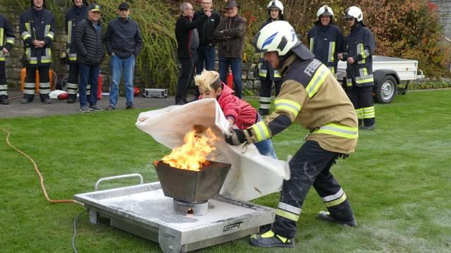 die feuerwehr demonstrierte ihr knnen an der hauptbung - Feuerwehrubungen Beispiele