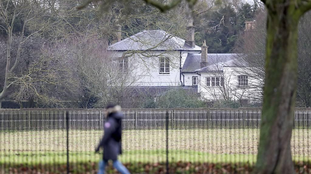 ARCHIV - Das Frogmore Cottage, die Residenz des Herzogs und der Herzogin von Sussex, Prinz Harry und Herzogin Meghan. Nach Abschluss ihres Netflix-Deals haben Prinz Harry und seine Frau 2,4 Millionen Britische Pfund für die Renovierung ihres Wohnsitzes in Großbritannien zurückgezahlt. Foto: Steve Parsons/PA Wire/dpa