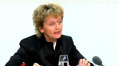 Bundesrätin Eveline Widmer-Schlumpf an der Pressekonferenz zum Steuerstreit.