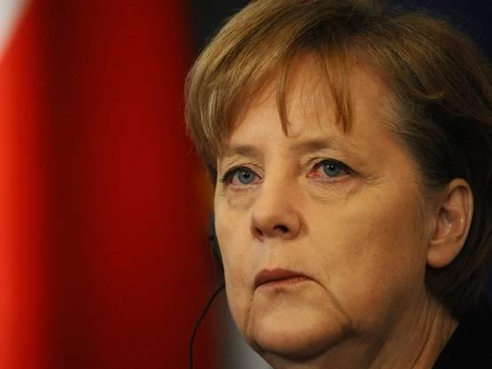 Die deutsche Bundeskanzlerin wurde von einem 45-jährigen Mann verfolgt. Er schaffte es, die Sicherheitskontrollen zu überlisten und an der Haustüre zu klingeln. Ein anderes Mal tauchte er bei ihrem Ferienhaus auf.