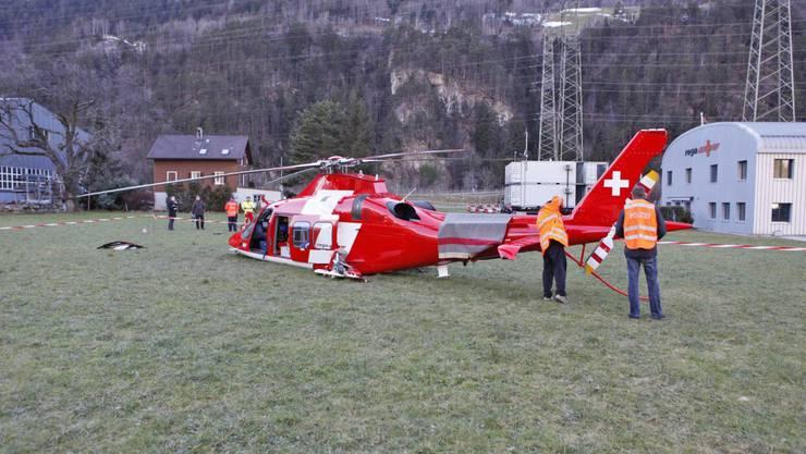 Nach einem Rettungsflug ist am Donnerstag ein Helikopter der Schweizerischen Rettungsflugwacht (Rega) bei der Landung in Erstfeld UR abgestürzt.