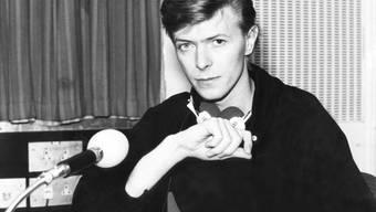 David Bowie war 16 als er mit seiner damaligen Band The Komrads seinen ersten Song aufnahm; diese Aufnahme hat nun der damalige Schlagzeuger zufällig in einem Brotkorb wiedergefunden. Sie soll im Herbst versteigert werden. (Archiv)