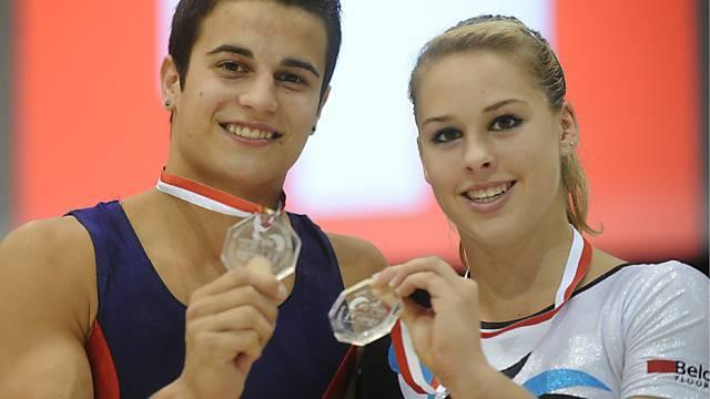 Pablo Brägger und Giulia Steingruber strahlen um die Wette.