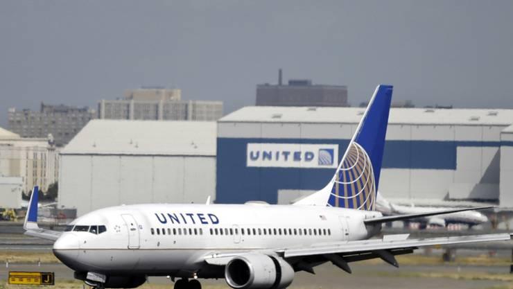United Airlines entschädigt den unlängst rabiat rausgeworfenen Passagier aus einem ihrer Flugzeuge - die Details bleiben jedoch geheim. (Archivbild)