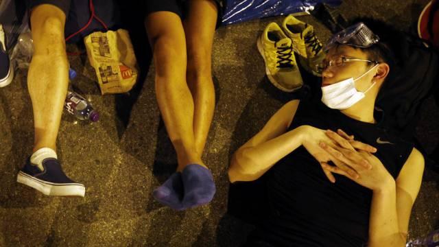 Studenten schlafen vor dem Regierungsgebäude in Hongkong