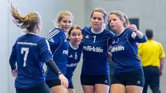 Die Frauen um Captain Sabrina Siegenthaler (Mitte) holten am ersten NLA-Spieltag drei Siege.