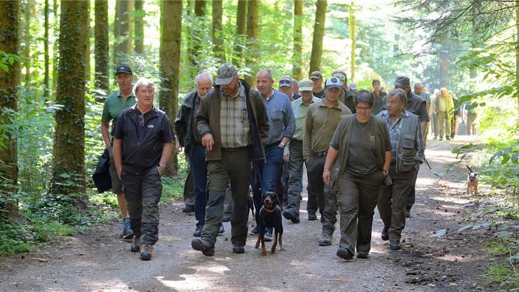 Rund 100 Personen, viele davon mit Hund, trafen sich zum Hegeringtag Bucheggberg.