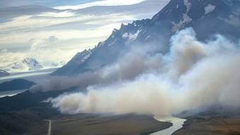 Der Waldbrand im Süden des chilenischen Nationalparks Torres del Paine ist noch nicht unter Kontrolle (Archiv)