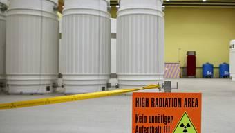 Transportbehälter für hochradioaktive Abfälle stehen im Zwischenlager Würenlingen (Archiv)