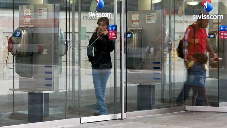 Telefonzellen werden vor allem auf Bahnhöfen noch genutzt, andernorts aber kaum mehr. zvg