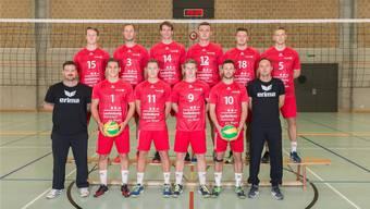 Der neue Trainer Lukasz Motyka (u.r.) und Assistent Mike Fehlmann (u.l.) starten mit Volley Smash 05 in die Saison.
