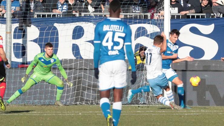 Ciro Immobile (rechts, im weissen Leibchen) erzielt hier Lazios spätes Siegestor in Brescia