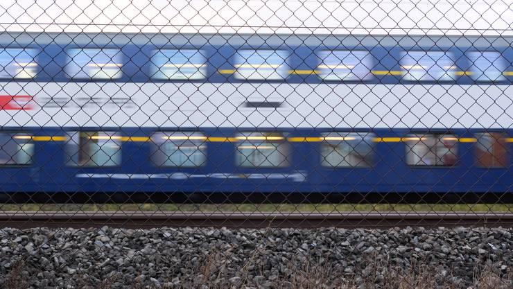 Heute rasen die S-Bahnen am Wirtschaftsgebiet Dietikon Silbern vorbei, obwohl hier tausende Pendler ein- und aussteigen möchten.