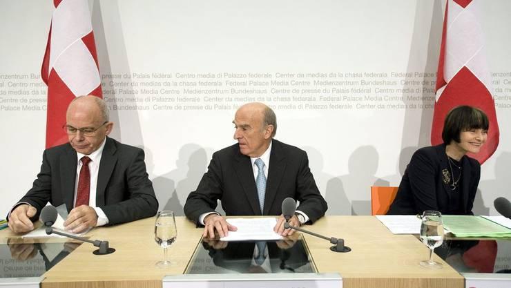 Trio in Nöten: Ueli Maurer, Hans-Rudolf Merz und Micheline Calmy-Rey (von links) klagen über Libyen.