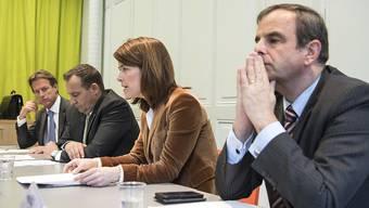 Die Bankgeheimnis-Initiative wird zurückgezogen. Das Hauptziel sei erreicht, erklärte der Zürcher SVP-Nationalrat Thomas Matter (2.v.l).