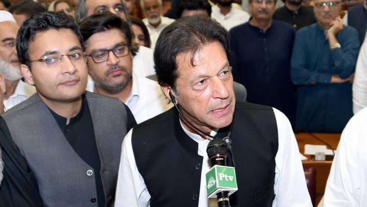 Pakistans neuer Regierungschef Imran Khan bei der Parlamentssitzung, in der er ins Amt des Ministerpräsidenten gewählt wurde.