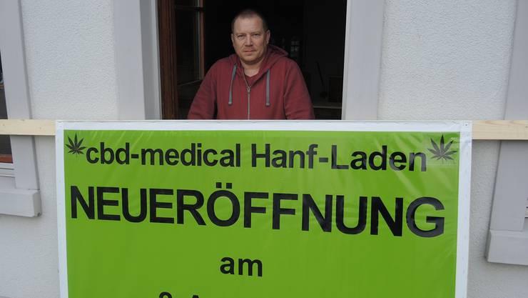 Inhaber Ruedi Müller wird auch Hanfprodukte aus Zeiningen verkaufen. Er eröffnet am 2. April 2018.