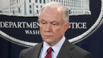 Er will bleiben, trotz der massiven Kritik von US-Präsident Donald Trump: US-Justizminister Jeff Sessions.