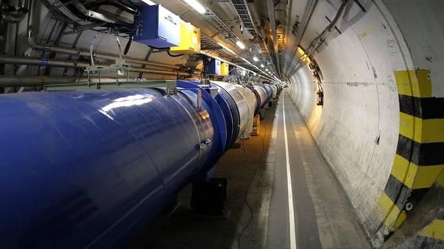 Blick auf den Teilchenbeschleuniger LHC am CERN in Genf (Archiv)