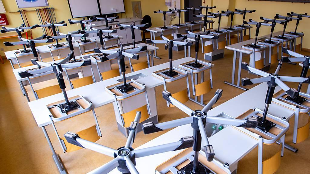 In den Baselbieter Schulen werden die Corona-Schutzmassnahmen gelockert.