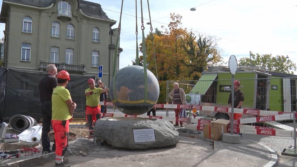 «Die Welt» zieht um: Weltkugel-Brunnen vor Berner Kursaal wird abtransportiert