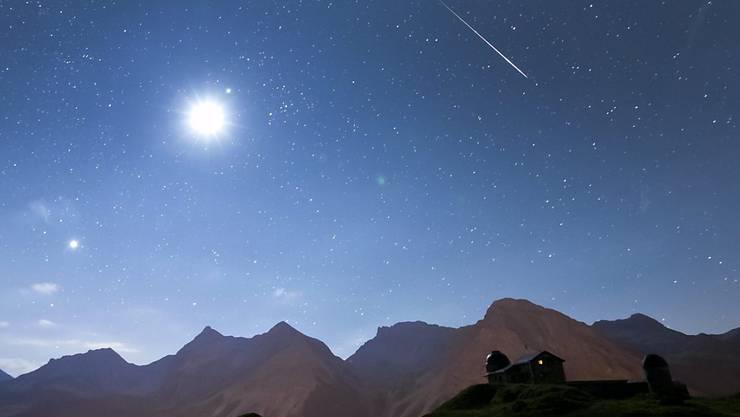 Dieses Jahr werden die Perseiden-Sternschnuppen noch besser zu sehen sein als 2012 (im Bild: Sternwarte Arosa) - denn diesmal ist Neumond.