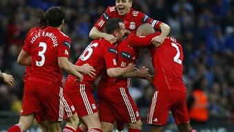 Captain Gerrard (oben) und seine Mitspieler feiern den Titelgewinn