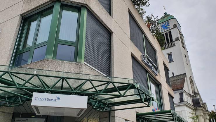 Die Credit-Suisse-Filiale am Dietiker Kirchplatz bleibt bestehen.