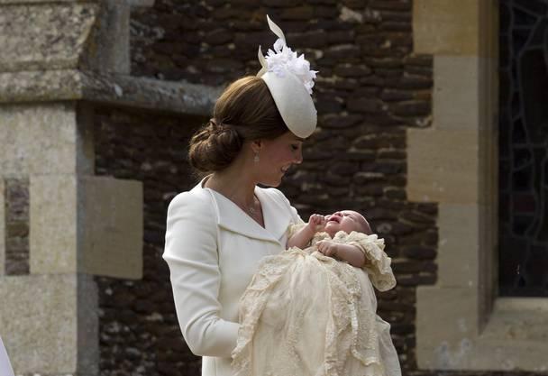 Mit Wasser aus dem Jordan und zu Orgel-Klängen von Georg Friedrich Händel ist mit Prinzessin Charlotte getauft worden.