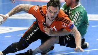 Kampf bis zum Umfalllen im 1. Finalspiel: Kadettens Johan Koch (links) und Thuns Roman Casper