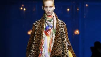 In Paris werden die neusten Modetrends für Herbst/Winter 2014/15 vorgestellt.