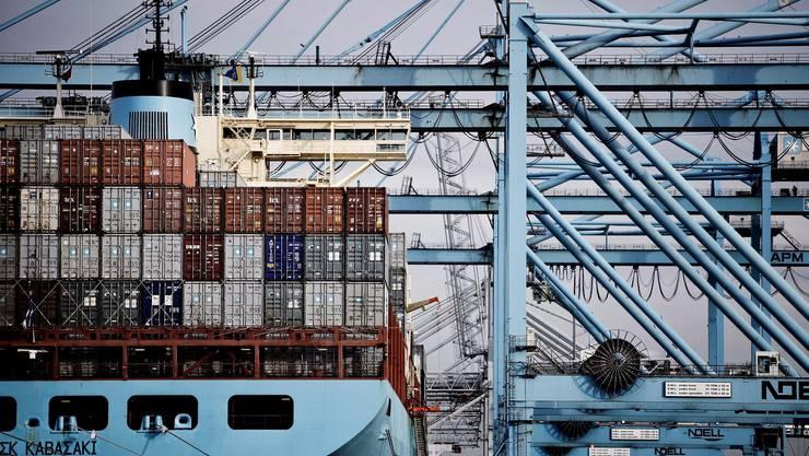 Kleine Länder wie die Schweiz dürften gemäss der KOF am stärksten leiden, wenn der weltweite Austausch von Gütern abnimmt.