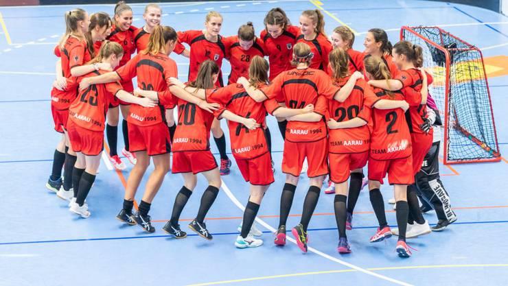 Die Aarauer Spielerinnen freuen sich über den Sieg im Derby gegen Trimbach. (Bild Fabio Baranzini)