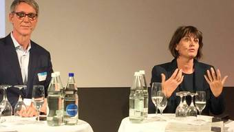 """""""Jeder Bundesrat ist eitel"""": Die abtretende Bundesrätin Doris Leuthard wird die Medien vermissen. Am Journalismustag beantwortete sie die Fragen von Moderator Franz Fischlin."""