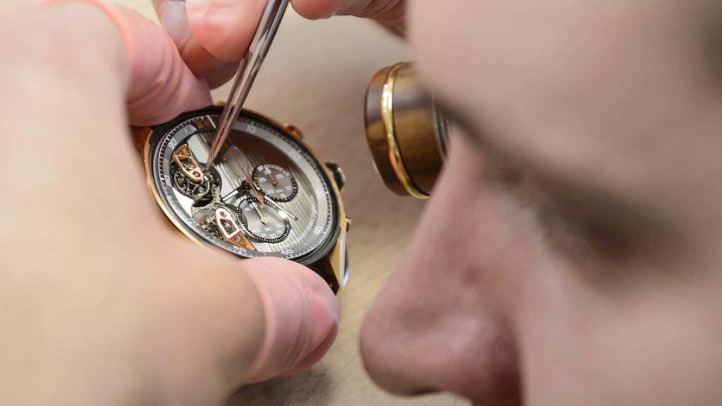«Vorsichtiger Optimismus»: Nach zwei Jahren mit starken Rückgängen dürften die Uhrenexporte wieder in Nähe der Marke von 20 Milliarden Franken rücken. (Archiv)