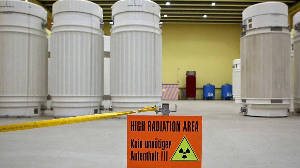Arbeitnehmende sollen besser vor Strahlung geschützt werden. Im Bild Transportbehälter für hochradioaktive Abfälle. (Symbolbild)