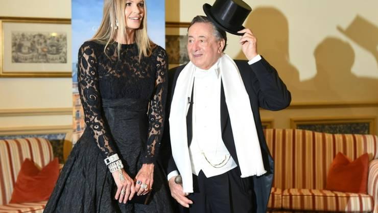 Richard Lugner und Opernballgast Elle Macpherson am Donnerstag anlässlich eines Fototermins im Rahmen des Wiener Opernballs 2019 in Wien.