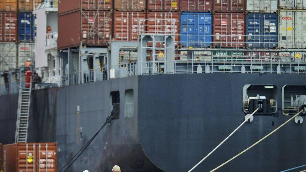 Frachtschiff im Hafen von Tianjin, China: Der Schiffsbau in Ostasien ist momentan ein Verlustgeschäft (Symbolbild).