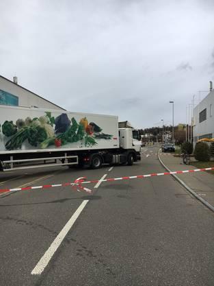 Der Lastwagenfahrer wollte Waren vor der Migros abladen.