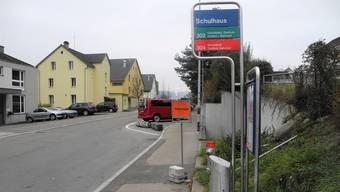 Der Weininger Gemeinderat will den genauen Standort der Haltekanten der Bushaltestelle «Schulhaus» definieren.