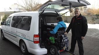 Heinz Schenk aus Uerkheim ist einer der freiwilligen Fahrer des Vereins Behindertenbus Region Zofingen, die zur zusätzlichen Prüfung antreten müssen.